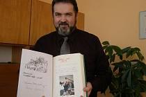 Školní kronika a kopie pamětního listu.