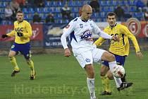 Jaromír Šilhán vede míč