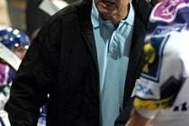 Zdeněk Müller se může na lavičce Kladna rozčilovat i radovat i v další sezoně.