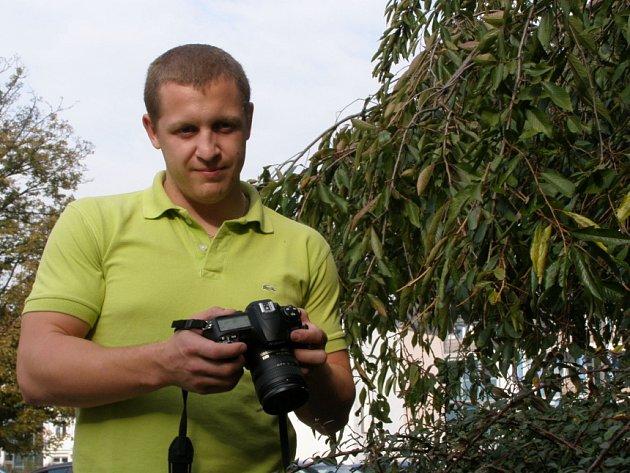 Detaily z přírody, které pouhým okem nespatříte, si díky objektivu mladého  fotografa  můžete  prohlédnout  na  jeho  výstavě.