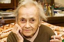 Jitka Válová, která patřila spolu se svým dvojčetem, sestrou Květou, mezi nejvýznamnější kladenské výtvarníky.