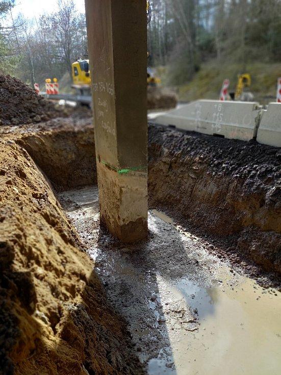 Záchranné práce na mostě u Netovic. Foto: ŘSD