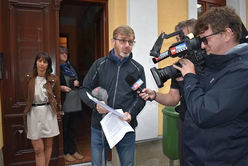 Uprostřed na snímku starosta Vraného Miroslav Zázvorka.