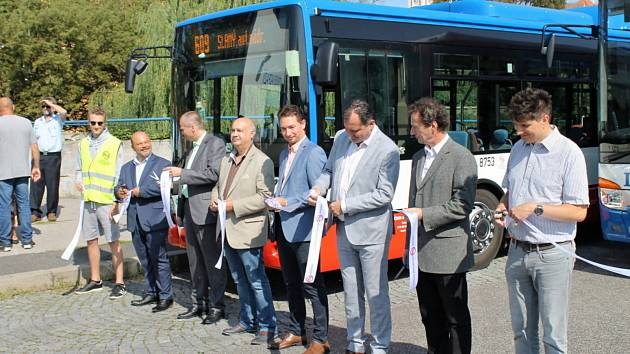 Slavnostní spuštění integrované dopravy ve Slaném se uskutečnilo za přítomnosti představitelů kraje, měst, dopravních společností i občanů Slaného ve čtvrtek.