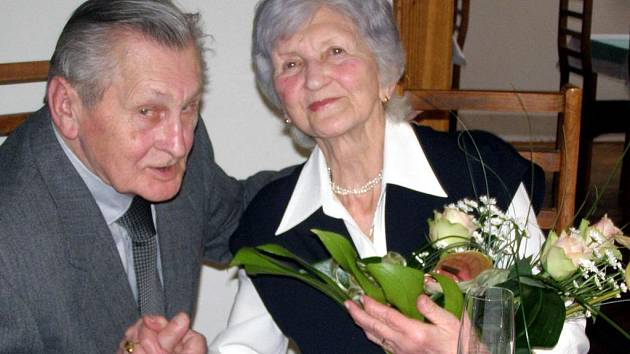 Diamantovou svatbu oslavili Jiřina a Ludomír Brožovi z Kladna.