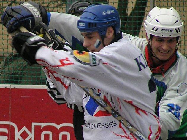 Tomáš Borkovec (vlevo) se proti plzeňské obraně tentokrát neprosadil.