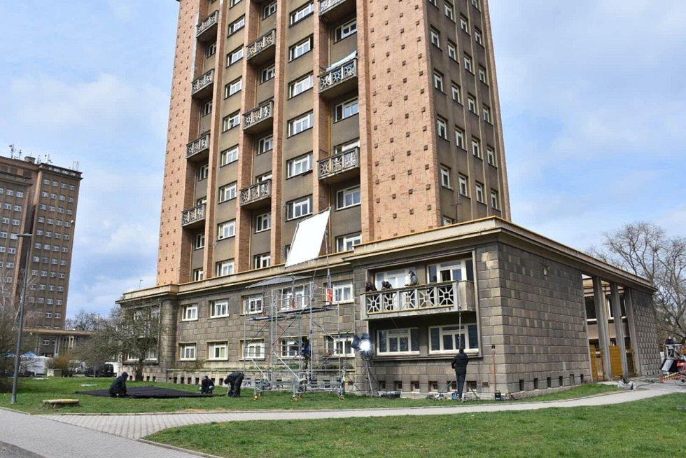 Pro natáčení si vybral filmový štáb v Kladně i tentokrát rozdělovské věžáky.