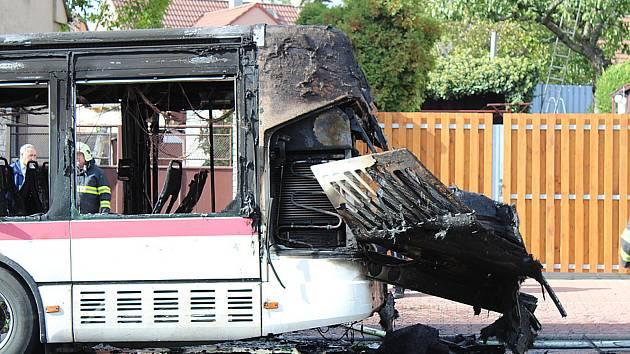 Požár autobusu ve Švermově.