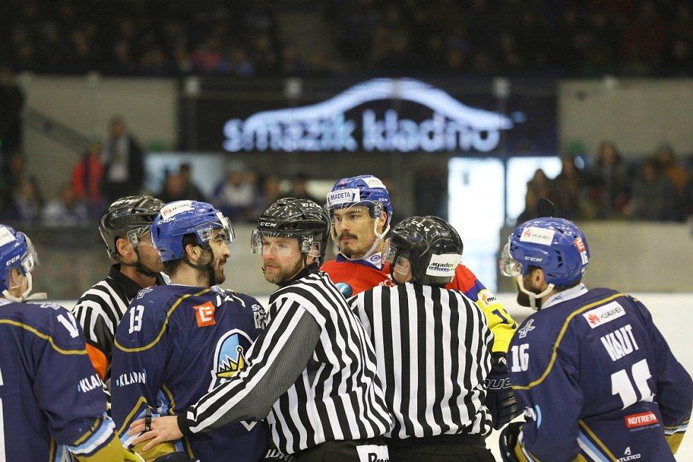 Čtvrté semifinále play off - Kladno (v modrém) hostilo České Budějovice.