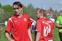 Tuchlovice (v červeném) podlehly doma Slanému až po penaltovém rozstřelu.