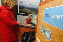 CzechPoint  je místem, kde můžete získat na počkání výpis z katastru nemovitostí, obchodního, živnostenského a trestního rejstříku.