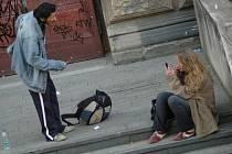 Osoby závislé na drogách mají nyní novou šanci. Odpovídající pomoc mohou naleznout u terénních pracovníků nejen v Kladně, ale i Slaném, Unhošti nebo Stochově či Rakovníku.