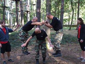 Výcvik strážníků začal v lanovém centru.