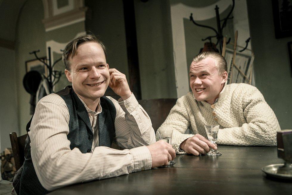 Poslední závod. Kryštof Hádek jako Bohumil Hanč a Vladimír Pokorný jako Václav Vrbata.