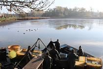 Veřejnost mohla sledovat činnost rybářů, nebo si pochutnat na grilované rybě.
