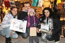Malá Valinka Novotná s rodiči na benefičním koncertě ve Smečně