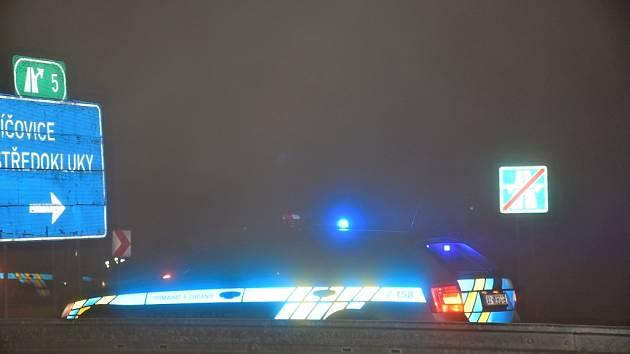 Nehoda nedaleko sjezdu na Středokluky uzavřela v neděli večer dálnici D7