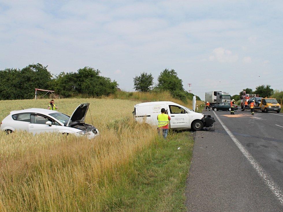 Vážná nehoda, která 30. června dopoledne uzavřela silnici I/7 u Slaného na několik hodin.