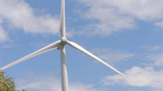 Větrné elektrárny ve Pcherách nedají mnohým lidem stále pokoj