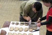 Netradiční menu bylo v úterý nabízeno v bývalém dole Mayrau – chléb s cukrem a uhlím.