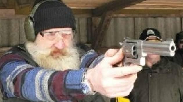 Řada lidí má doma zbraně například pro sportovní nebo lovecké účely.