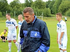 SK Kladno (v bílém) v Srbech remizovalo s třetiligovým Vyšehradem 1:1. Trenér Jan Pejša byl spokojený.