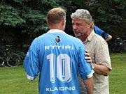 100 let fotbalu Čechie Velká Dobrá. Předseda Čechie Vladimír Dufek v debatě s Josefem Zajícem.