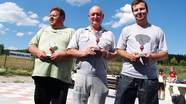 Nejlepší hráči kuliček na turnaji v Srbech.