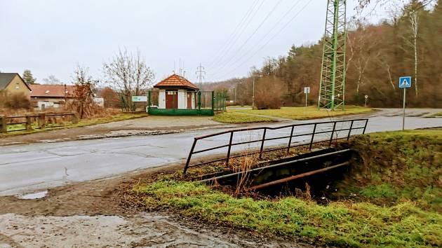 Mosty v Kladně-Dubí v ulici Milana Babušky jsou ve špatném stavu, musí se opravit.