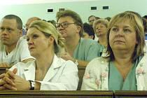 Středočeský hejtman David Rath seznámil lékaře a sestry kladenské nemocnice s kroky, které je čekají v souvislosti s uvedeným zdravotnickým zařízením