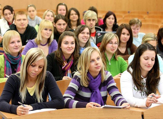 Součástí vysokoškolského areálu v bývalých kladenských kasárnách Lidice budou i dvě posluchárny.