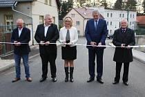 Cílem rekonstrukce bylo nejen zvýšit bezpečnost provozu, ale i zlepšit životní prostředí v uvedených obcích.