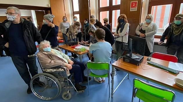 Z otevření očkovacího centra ve Slaném.