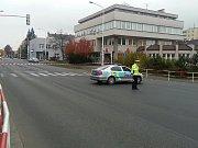 Zapáskovaný prostor kvůli nahlášené bombe v Kladně u GE Money Bank na náměstí 17. listopadu