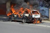 Požár auta v Kladně.
