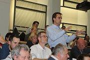 Veřejné projednávání navrhovaných změn územního plánu v kladenském Kokosu bylo místy bouřlivé.