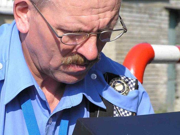 KDO VČERA RÁNO PŘEKROČIL RYCHLOST na hlavní buštěhradské ulici, byl zaznamenán radarem Městské policie Kladno.