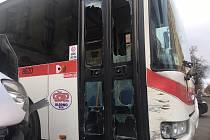 Nabouraný autobus v Kladně.
