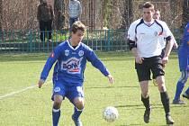 SK Kladno B - Admira 0:0, mladý Svoboda napřahuje