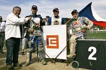 Moderátor plochodrážních podniků Miloslav Čmejla s Lukášem Drymlem, Michaelem Hádkem a Lukášem Drymlem.