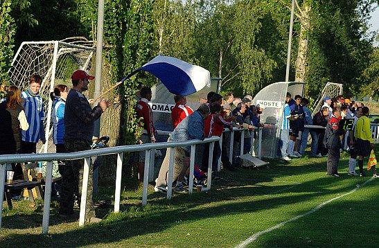 Lidice - Lány 3:2 (1:0) 13.9.2008 I.B. tř.- Lány měly ssebou v Lidicích podporu fanklubu