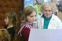Helena Slavíková-Hrušková se svými žáky v Buštěhradu