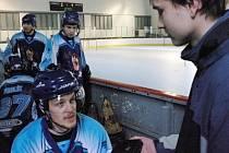 Petr Tatíček poskytuje rozhovor Patriku Sandevovi z Kladenského deníku.