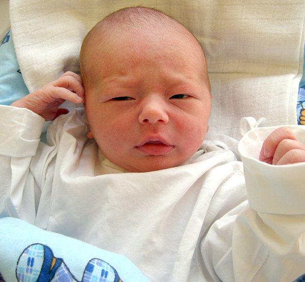 Max Rozsíval, 1. 5. 2008, Sýkořice, váha 3,16 kg, míra 49 cm, rodiče jsou Marcela a Martin Rozsívalovi (porodnice Kladno).