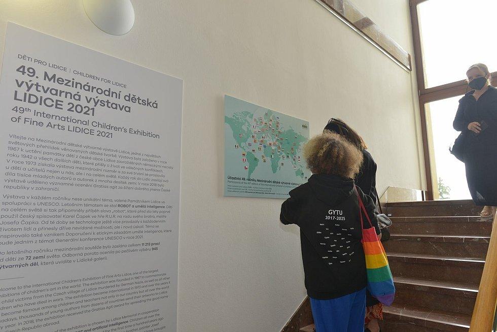 Mezinárodní dětská výtvarná výstava v Lidicích na téma Robot.