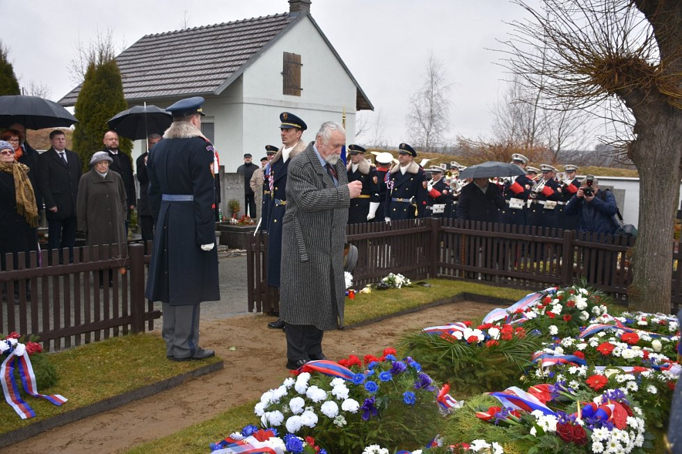 V Lánech si připomněli v úterý dopoledne na tamním hřbitově narození prvního československého prezidenta T. G. Masaryka. Ten se narodil 7. března 1850 v Hodoníně.