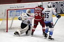 Kladno (v bílém) vyhrálo v duelu Chance ligy na Slavii 3:0.