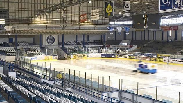 Zimní hokejový stadion.