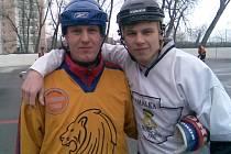 Jan (vlevo) a Jakub Krtičkové si zahráli duel Jungle Fever a Beer Stars proti sobě.