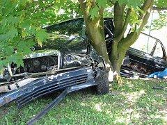 Havarované automobily končí na zahradě Roberta Oplta velmi často. Zhruba v polovině května zde havaroval řidič z Německa, který bohužel tragickou nehodu nepřežil.